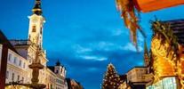 Ü ber Neumarkt machen wir uns schon früh auf den Weg in die wunderschöne Altstadt von Steyr. Der Adventmarkt in der Altstadt von Steyr besteht aus zahlreichen Verkaufsständen. Der Adventmarkt hat lange Tradition und bietet seinen Besuchern eine schöne Ein